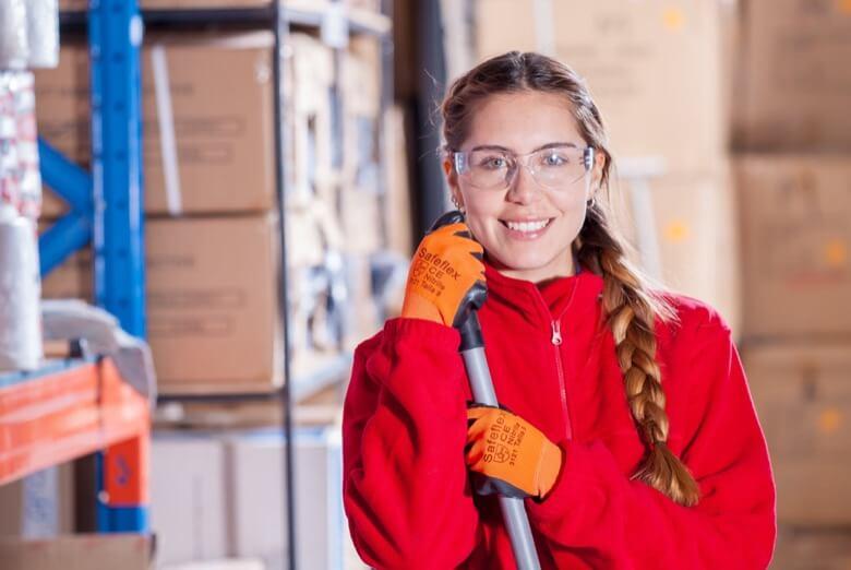 独学で宅建試験に合格したマンション清掃業の34歳の女性